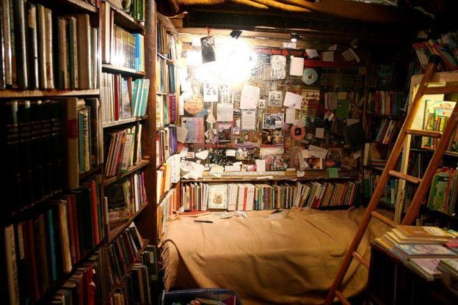 #MaggioDeiLibri #benessere (via Pixadus http://pixdaus.com/old-bookstore-comment-inside-book-bookshop-bookstore-cohise/items/view/118813/)